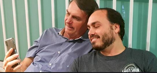 Jair Bolsonaro e o filho, Carlos Bolsonaro