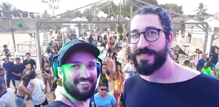 Jay C e o DJ André Garde, um de seus alunos e hoje colega de projeto