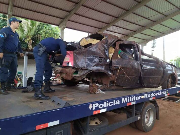 Renault Logan ficou completamente destruído.