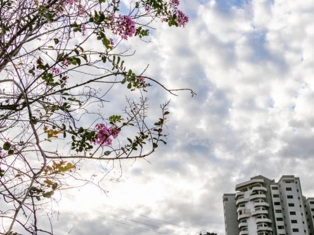 Campo Grande amanheceu com céu nublado nesta sexta-feira