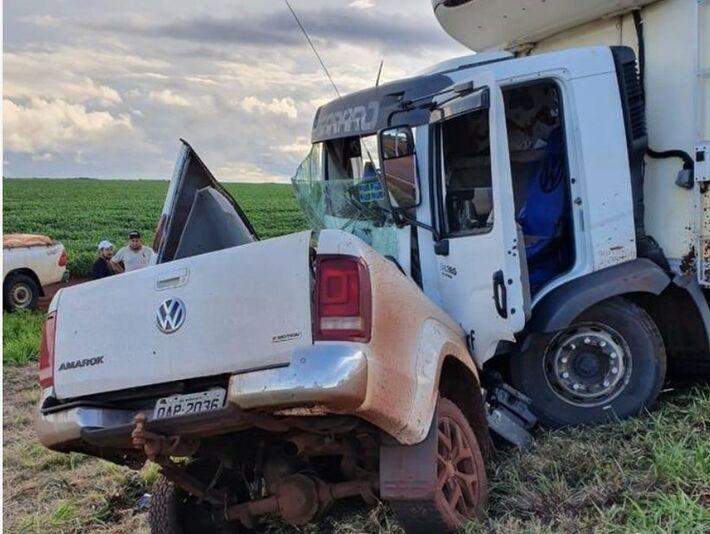 Motorista morre após colisão de caminhonete e caminhão na BR-060, em Sidrolândia (MS)
