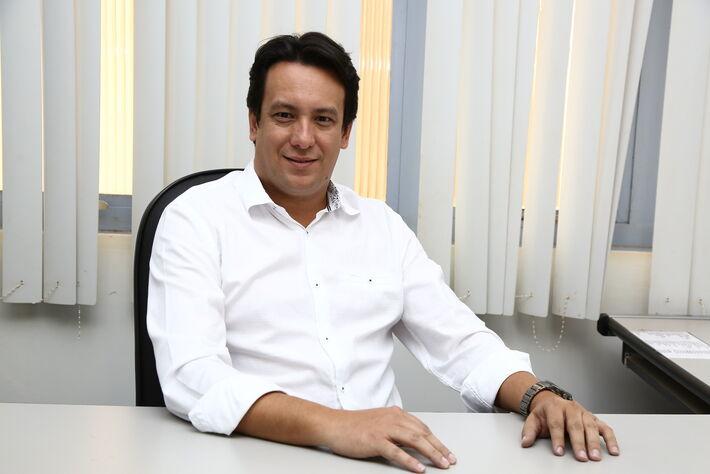 Secretário municipal de Fazenda, Carlos Dobes Vieira
