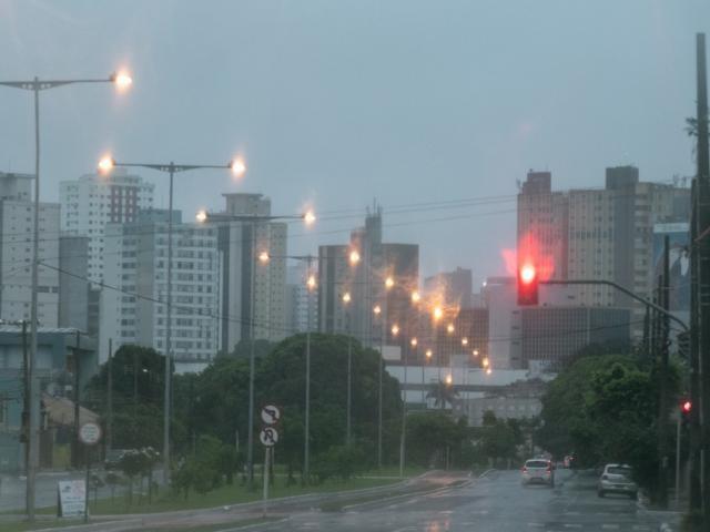 Campo Grande amanheceu chuva nesta segunda-feira.