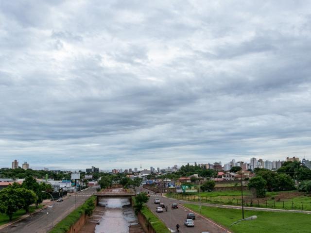 Céu nublado em Campo Grande anuncia possibilidade de mais chuva nesta quarta-feira.