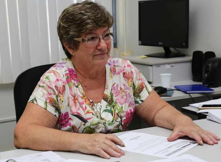 Secretária Elaine Boschetti, de Administração, esclarece dúvidas de servidores