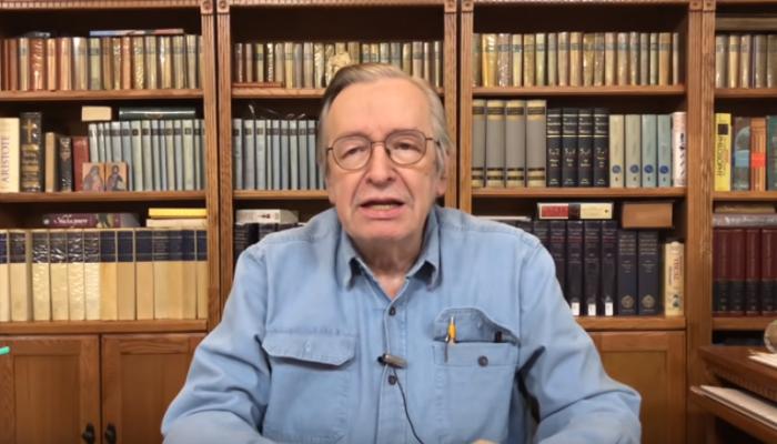 O astrólogo Olavo de Carvalho que acredita que a terra é plana