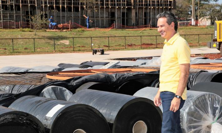 O prefeito de Campo Grande, Marquinhos Trad (PSD) na recepção do material importado