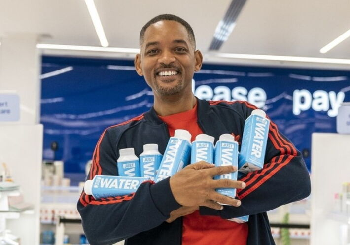 Will Smith posa com a Just Water