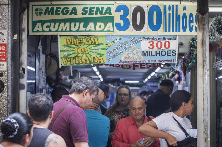 Apostadores lotaram lotéricas à espera de prêmio que superou R$ 300 milhões