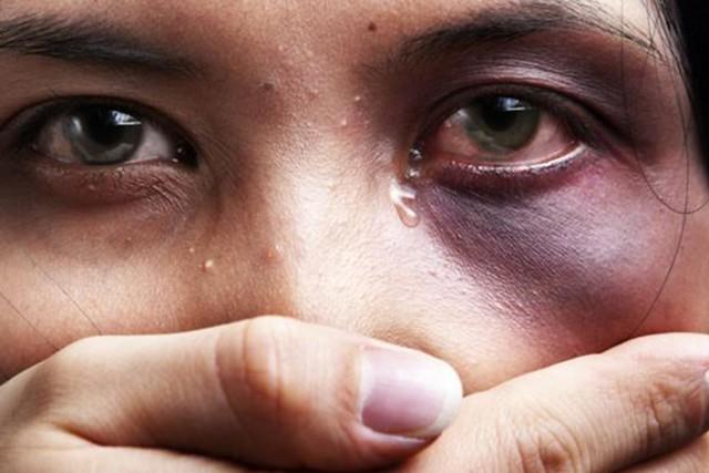 Mais de 4.500 mulheres foram assassinadas. O Disque 180 é nacional e orienta as mulheres em casos de violência