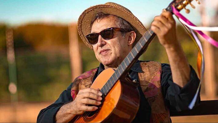 O cantor sul-mato-grossense Paulo Simões
