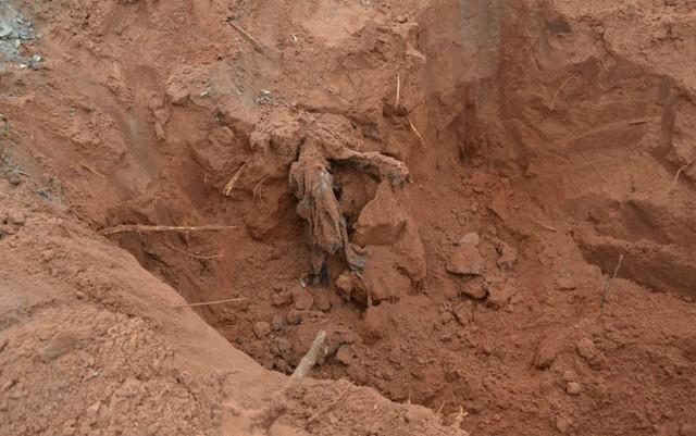 Polícia encontrou 10 ossadas das 16 vítimas no cemitério clandestino no Jardim Veraneio, em Campo Grande (MS)