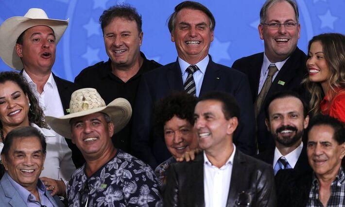 O presidente Jair Bolsonaro em encontro com cantores sertanejos e artistas, no Palácio do Planalto