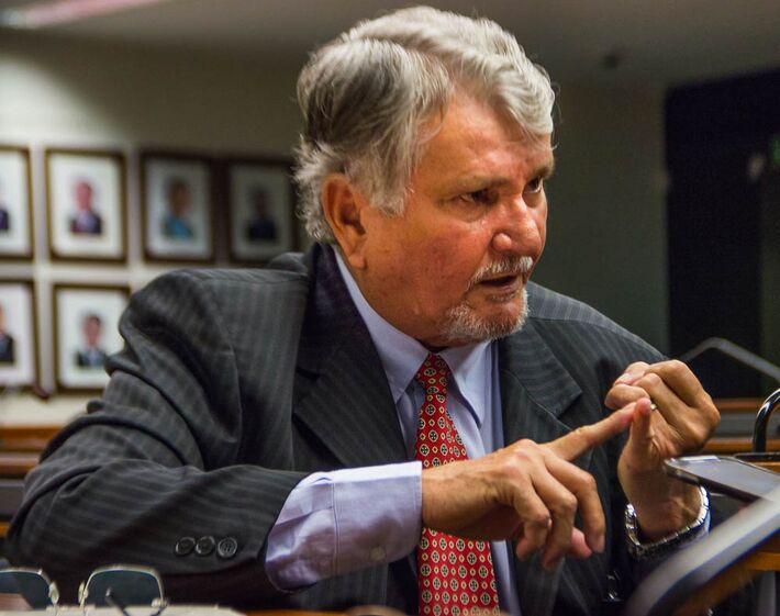 Deputado estadual por duas vezes, governador por dois mandatos, deputado federal e vereador da Capital, Zeca pode disputar prefeitura de Sidrolândia