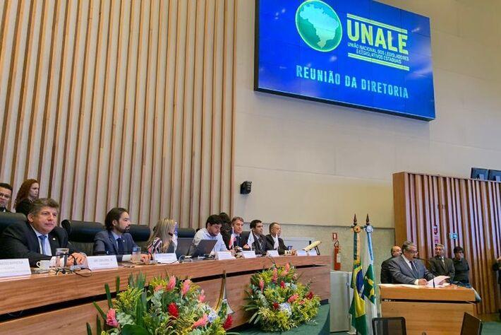 Parlamentares participaram de cerimônia nesta segunda-feira em Brasília