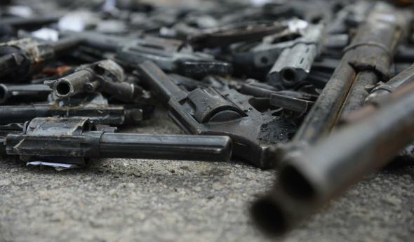 Projetos aprovados pela CCJ do Senado dificultam o acesso legal de usuários de drogas a armas