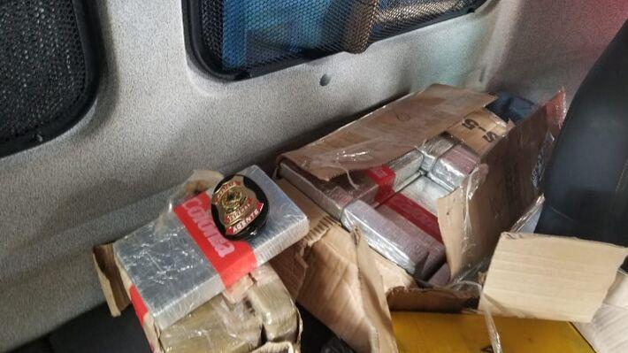 Droga estava escondida na cabine do caminhão
