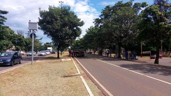 Acidente entre caminhão e moto foi na Gury Marques