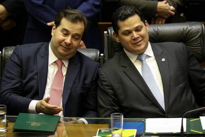 Este é o senador Davi Alcolumbre (Direita) e o presidente da da Câmara, Rodrigo Maia