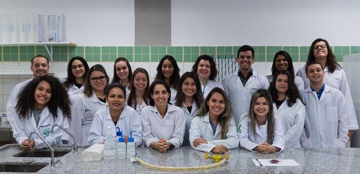 Doutorandas, mestrandas, iniciação científica, trabalho de conclusão de curso e apoio técnico da UFMS que estudam o tucum
