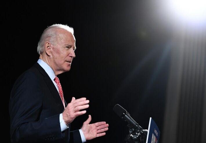 O ex-vice-presidente dos EUA Joe Biden, que lidera a corrida à nomeação presidencial democrata, apelou aos apoiadores de seu rival Bernie Sanders, dizendo que é hora de unir o partido e o país para derrotar o presidente Donald Trump em novembro de 2020