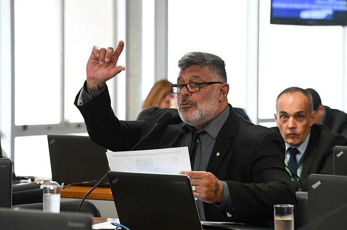 Deputado informou que quebra de sigilo indica atuação de assessor de Eduardo Bolsonaro
