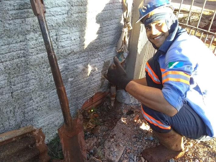 Vilfrido Quinonez Messa é encanador e há 6 anos trabalha na Sanesul em Ponta Porã