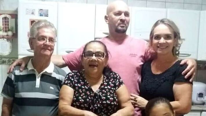 Morando em Brasília, enfermeira recebeu visita de pais que viviam no Pará, em momento que não havia ainda orientações sobre isolamento; três semanas depois, ela perdia o pai e o marido, que estava prestes a se aposentar após 30 anos de trabalho como PM.