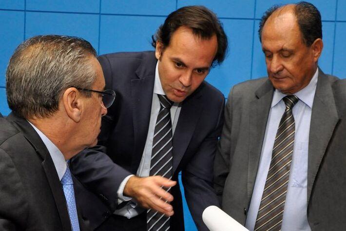 Presidente Paulo Corrêa, secretário Volpe e primeiro secretário Zé Teixeira