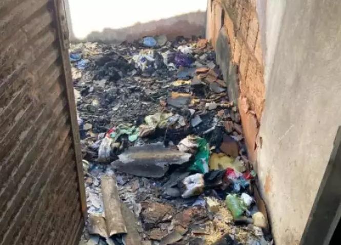 O cômodo em que a vítima estava ficou destruído pelas chamas