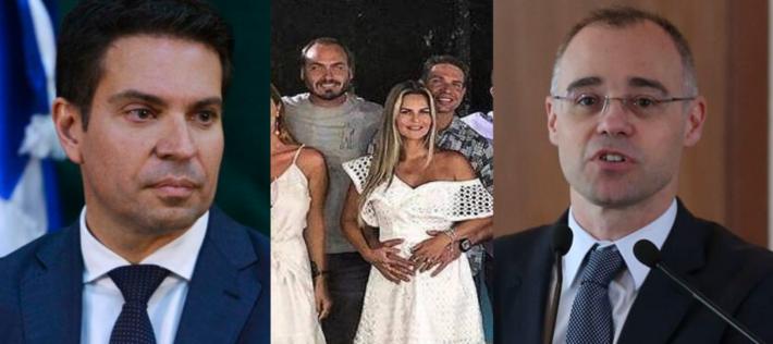 Ramagem, à esquerda, e no centro com Carlos Bolsonaro em festa de família e André Mendonça