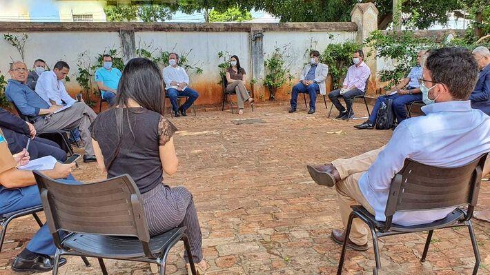 Reunião foi no pátio do gabinete da Esplanada Ferrovária
