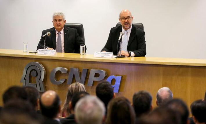 O Ministro da Ciência, Tecnologia, Inovações e Comunicações, Marcos Pontes, junto ao Ex-Presidente do Cnpq, João Luiz Filgueiras de Azevedo