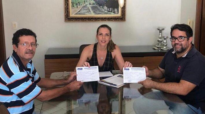 Viviane Orro filiando Edinho Grance e Moacir Melo