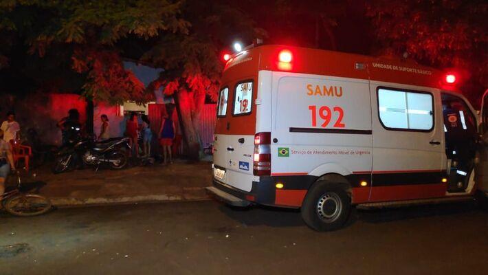 Dois são mortos a tiros em frente de casa, em Dourados