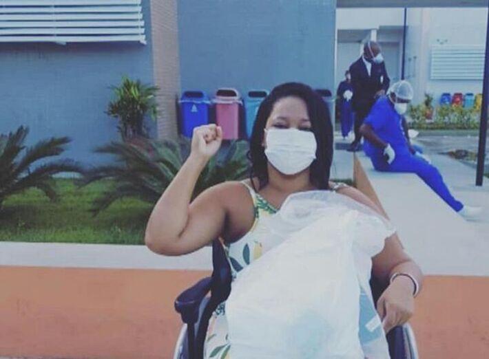 Esposa do MC Dumel se recupera da Covid-19 e recebe alta em Salvador