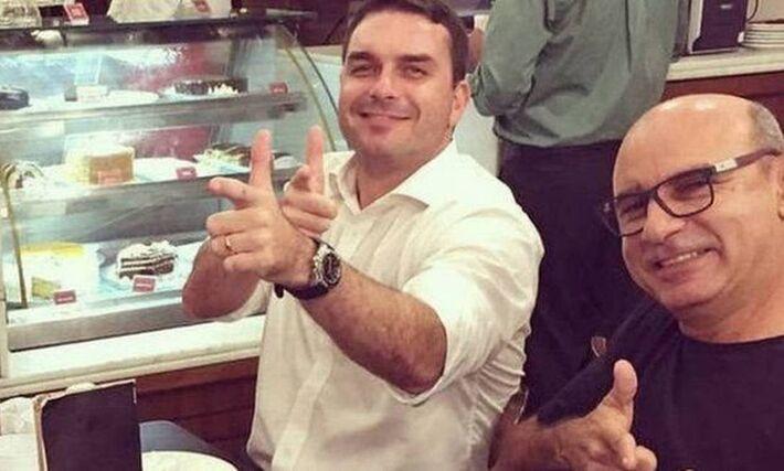 Queiroz é ex-motorista e ex-segurança do senador Flávio Bolsonaro, filho do presidente