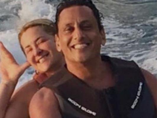 Cristina Boner e Wassef passeiam juntos em jet ski