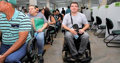 Profissional busca emprego na Funtrab em Campo Grande - MS