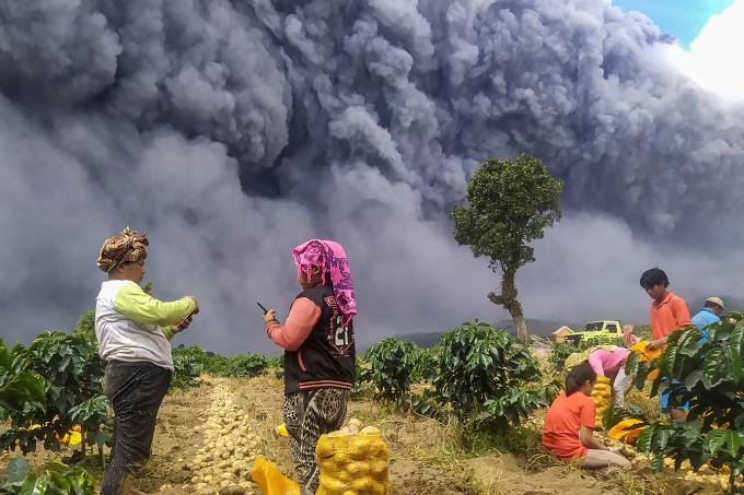 """Indonésia: """"O som foi como um trovão, durou menos de 30 segundos"""", disse um morador"""