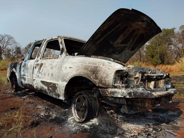 Carro da vítima incendiado
