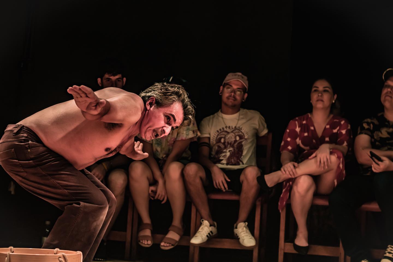 Peça dirigida e encenada pelo ator Espedito de Montibranco. Foto: Tero Queiroz | MS Notícias