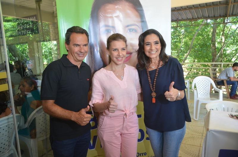 Viviane Orro, entre Marquinhos Trad e Carla Stephanini | MS Notícias
