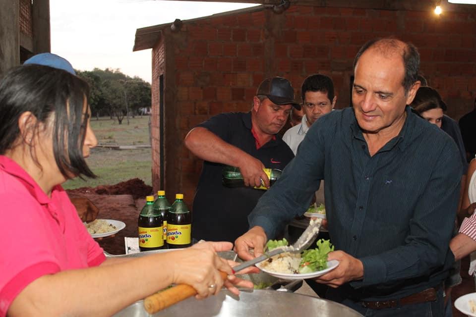 Prefeito Arlei Barbosa almoça com pequenos agricultores