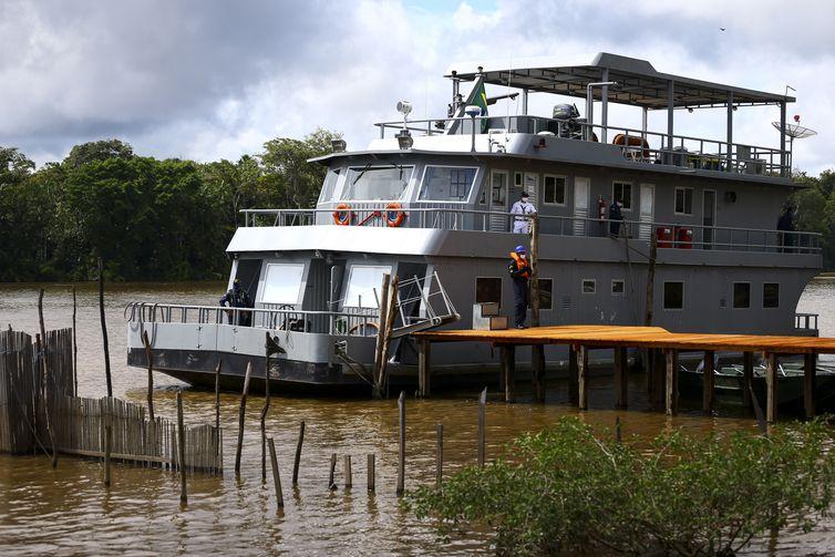 Navio Auxiliar Breves, da Marinha do Brasil