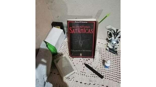 Livro: As escrituras satânicas, a filosofia do satanismo.