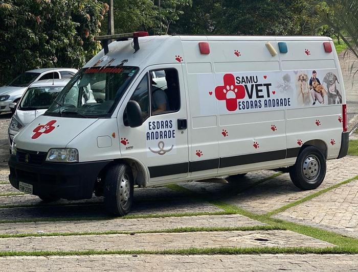 Van que transportava 70 animais resgatados foi sequestrada por bandidos; 2 voluntários que ajudavam no resgate também foram sequestrados, mas foram liberados horas depois