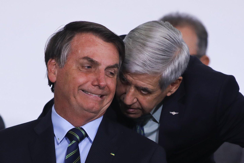 general Augusto Heleno ao lado de Jair Bolsonaro. O ministro esteve na comitiva para Miami e chegou a encontrar-se com o presidente depois da viagem