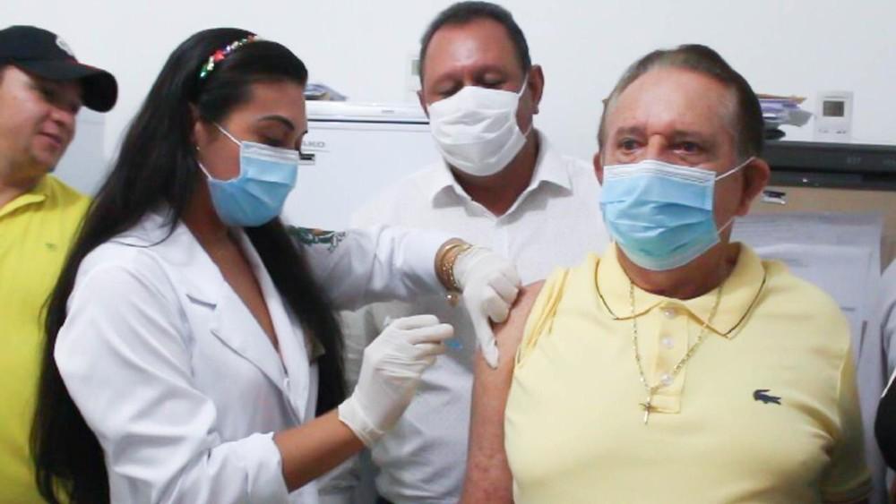 O prefeito de Uruçuí, Dr. Wagner Coelho (PP), é vacinado contra a covid-19