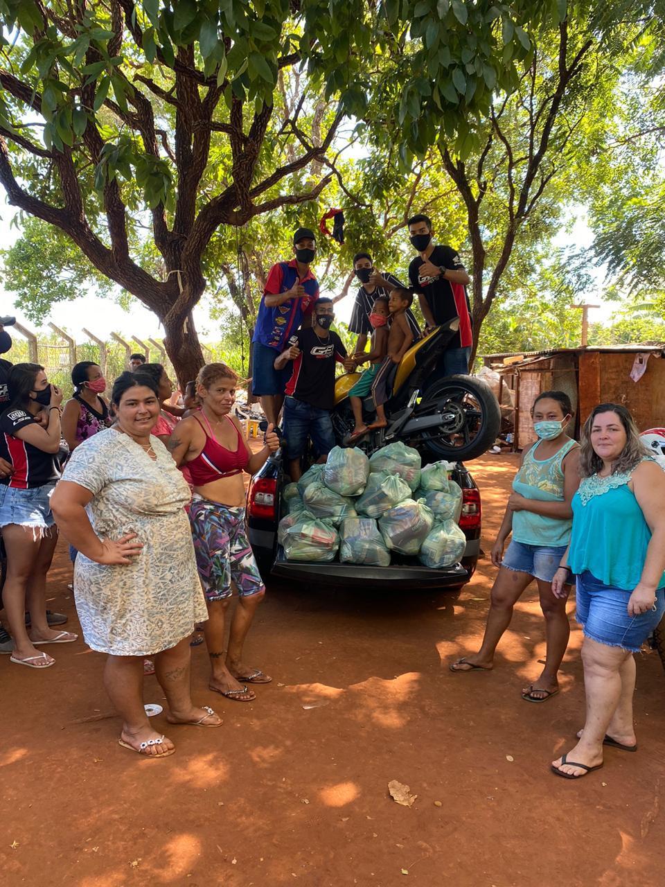 Entrega de alimentos na Comunidade em Campo Grande